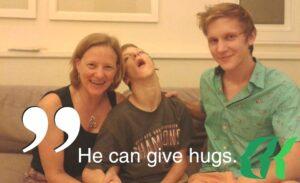 Hunter i rodzina w szpitalu BBH podczas leczenia komórkami macierzystymi w czerwcu 2014 roku